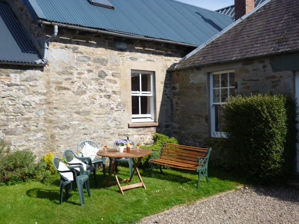 Mains of Murthly Cottages - enjoy outdoor space at Donalds Cottage